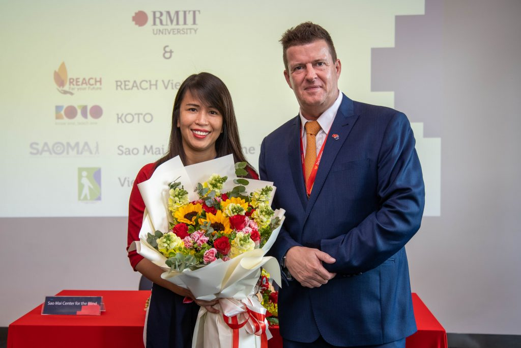 Pham and Professor Rick Bennett, RMIT Vietnam Executive Dean at the MoU signing ceremony