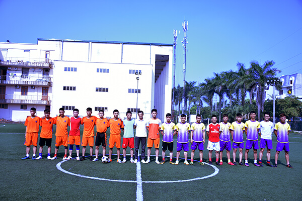 Football friendly match between REACH Hanoi's alumni and REACH Hai Duong's students