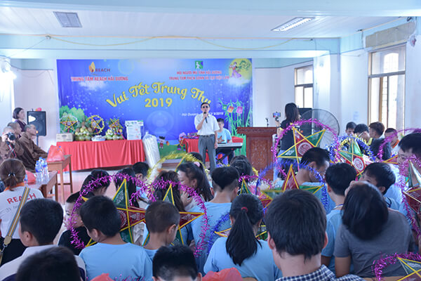 Photos of Mid-Autumn Festival for blind children in Hai Duong