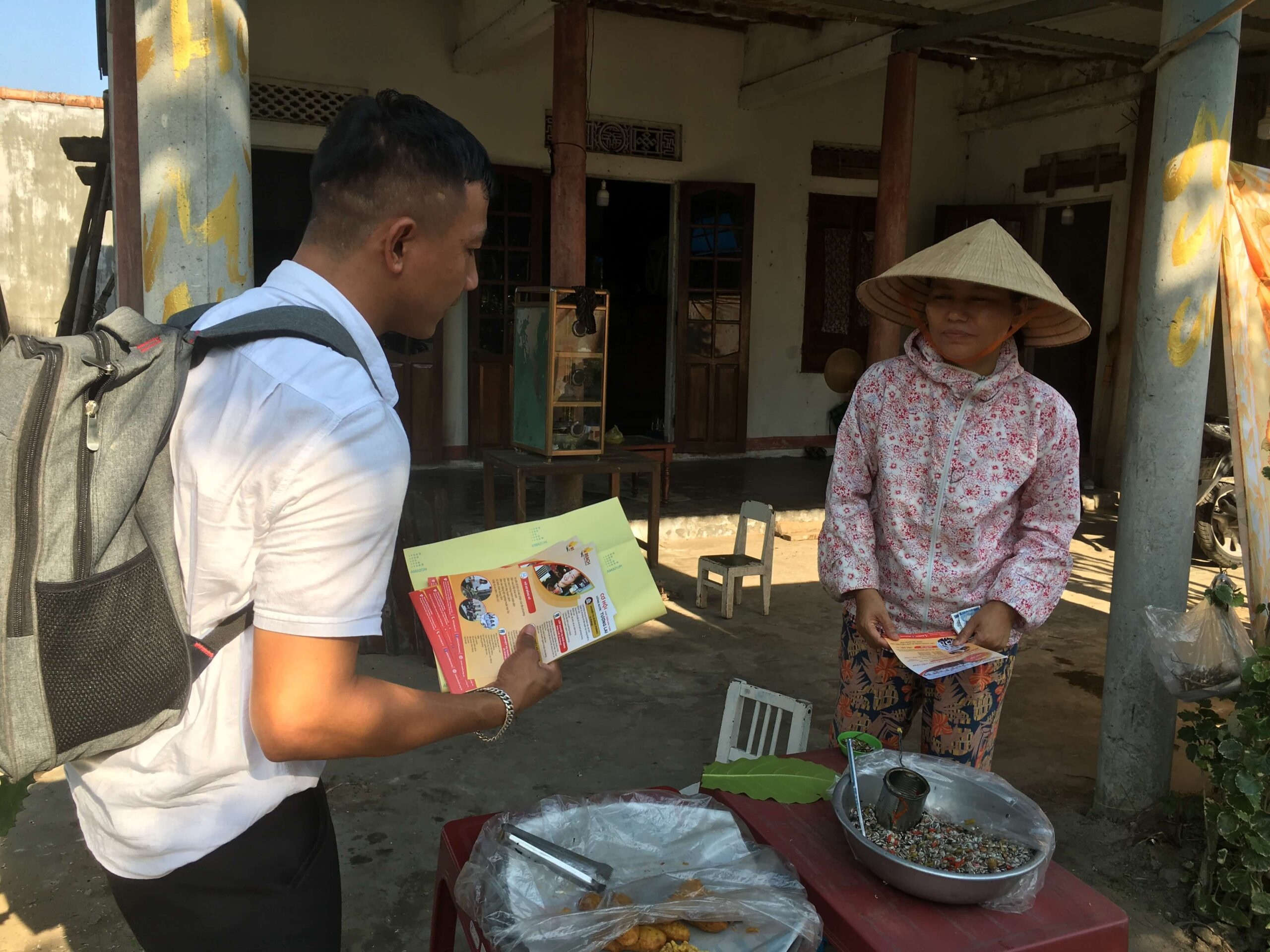Career counseling at high schools, community in Da Nang (1)