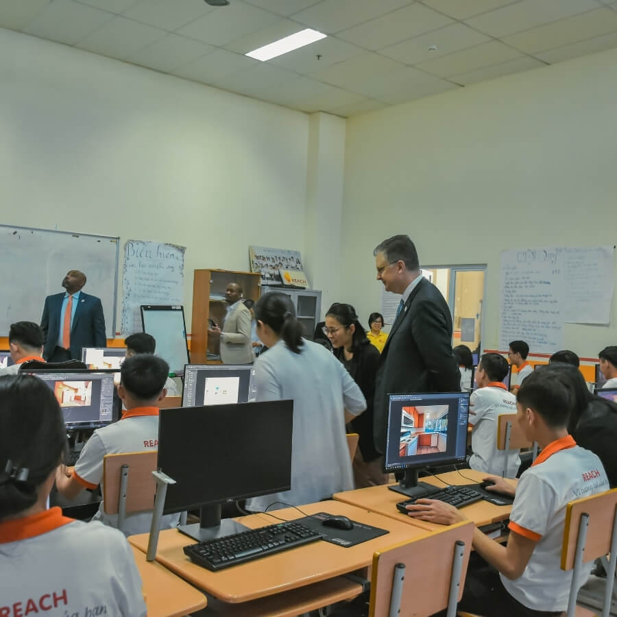 THE AMBASSADOR AND HIS TEAM VISITED GRAPHIC DESIGN CLASS