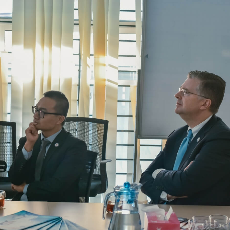 THE U.S AMBASSADOR TO VIETNAM VISITED REACH (15)