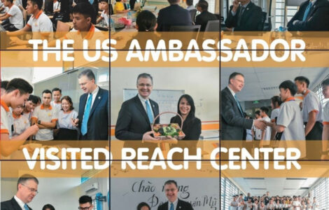 The U.S Ambassador to Vietnam visits REACH center